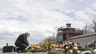 Bundespräsident Frank-Walter Steinmeier bei der Kranzniederlegung im KZ Buchenwald