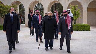 حضور ملک عبدالله دوم به همراه شاهزاده حمزه بن حسین و حسن بن طلال در آرامگاه پادشاه سابق اردن
