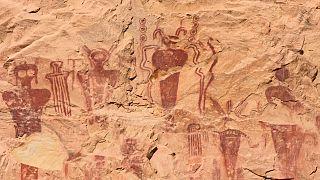 نقاشی بر دیواره غاری در سگو کانیون در یوتای آمریکا