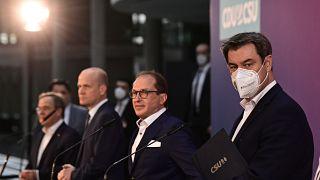 Tout à gauche, Armin Laschet et à droite, Markus Soeder