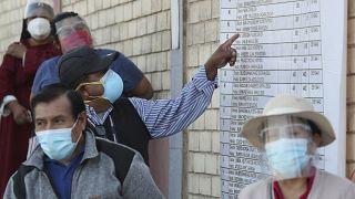 Votantes en las mesas electorales de las presidenciales en Perú, el 11 de abril de 2021