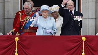 Принц Чарльз, королева Елизавета II и принц Филипп на балконе Букингемского дворца. 2017 год.