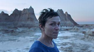 La dos veces ganadora del Óscar Frances McDormand en una escena de Nomadland.