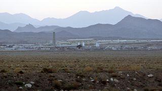 İran'ın İsfahan kentindeki Natanaz nükleer tesisinin dışarıdan görünümü (arşiv)