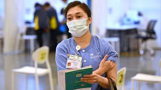 Egészségügyi dolgozók beoltása Hongkongban - MTI