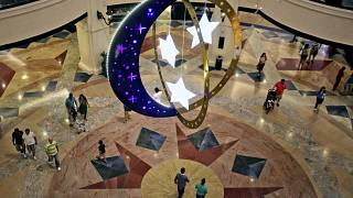 مركز تسوق مزين بزخارف رمضانية في دبي- الإمارات العربية المتحدة.