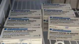 هل ستؤثر الأعراض الجانبية للقاح جونسون أند جونسون على وتيرة التطعيم داخل دول التكتّل