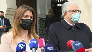 """وزير المواطنة الفرنسي يتعهد """"بالدعم المستمر"""" لمسلمي فرنسا بعد تشويه مسجد"""