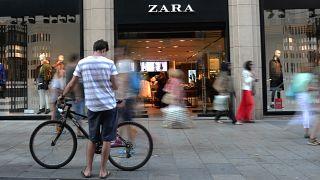 Fotografía de archivo de una tienda de Zara en el centro de Barcelona, España.