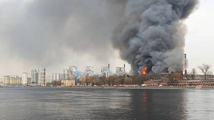 Massive fire in historic Saint Petersburg factory