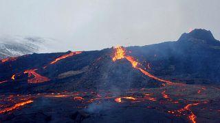 شاهد:  استمرار ثوران بركان فاغرادالسفيال في أيسلندا وتشكل ثلاث فوهات جديدة
