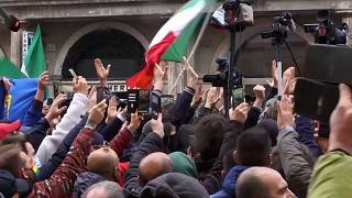 Restaurant owners scuffle with police in Rome lockdown protest