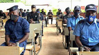 Agentes da polícia de Cafunfo em formação
