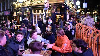 Un pub en el barrio de Soho, en Londres, Inglaterra, el 12 de abril de 2021.