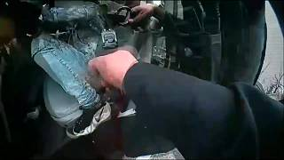 صوة من الفيديو للحظة إطلاق النار على دانتي رايت في بروكلين سينتر - ولاية مينيسوتا الأمريكية