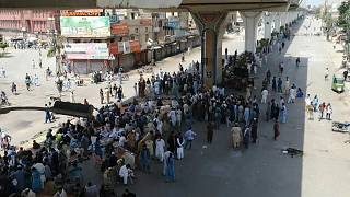 متظاهرون ضد فرنسا يقطعون طرقات في باكستان