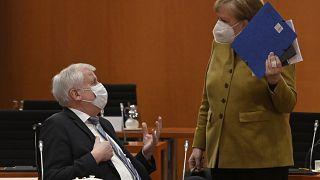 Angela Merkel et le ministre de l'Intérieur Horst Seehofer, le 13 avril 2021, Berlin