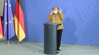 Merkel durante una rueda prensa