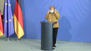 Angela Merkel que mais poderes para o Governo federal