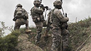 جنود أمريكيون أثناء دورية في قرية إبراهيم خيل بمحافظة خوست في أفغانستان