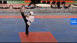 Die Athletin Aminat Idrees während ihres Poomsae-Wettkampfs