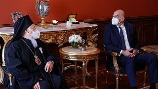 Ο Οικουμενικός Πατριάρχης Βαρθολομαίος με τον Έλληνα ΥΠΕΞ, Νίκο Δένδια