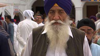 ویدئو؛ صدها زائر هندی و پاکستانی برای جشن سیکها راهی حسن ابدال شدند