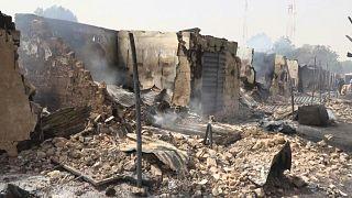 الدمار في بلدة داماساك النيجيرية بعد أن تعرضت إلى هجوم من قبل جهاديين
