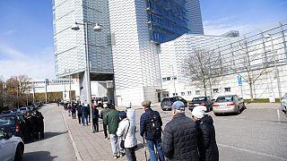 Schlange stehen für die Corona-Impfung in Schwedens Hauptstadt Stockholm.