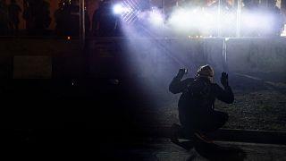 В США сотрудница полиции, которая застрелила темнокожего, освобождена под залог