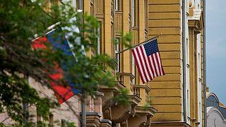 اهتزاز پرچم آمریکا و روسیه، ساختمان سفارت ایالات متحده در مسکو
