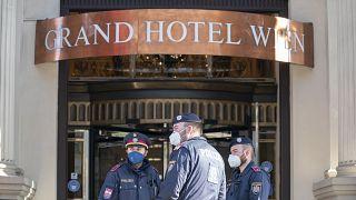 در ورودی گراند هتل وین