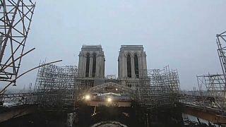 Macron visita Notre-Dame dois anos depois do incêndio