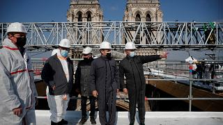 Präsident Macron besichtigt Baustelle