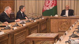 وزير الخارجية الأمريكي أنتوني بلينكين رفقة الرئيس الأفغاني أشرف غني في كابول
