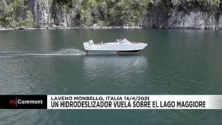 """El hidrodeslizador """"volador"""" surca las olas en el Lago Maggiore"""