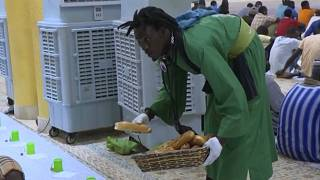 Senegalese worshippers distribute free meals during Ramadan