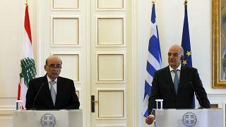 Ο υπουργός Εξωτερικών του Λιβάνου, Charbel Wehbe  μιλά δίπλα στον υπουργό Εξωτερικών της Ελλάδας Νίκο Δένδια