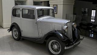 سيارة أوستن لعام 1935 التي استخدمها الأمير البريطاني فيليب أثناء تعيينه في سريلانكا كقائد بحري في البحرية الملكية.