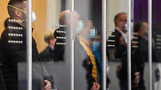 صورة من الارشيف - أعضاء من جماعة كالابريا مافيا 'ندرانغيتا' في قاعة المحكمة قبل بدء محاكمتهم في دوسلدور، غرب ألمانيا في 2020