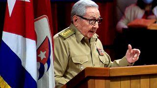 راؤول كاسترو  يتحدث خلال الجلسة الافتتاحية للمؤتمر الثامن للحزب الشيوعي الكوبي في قصر المؤتمرات في هافانا، 16 أبريل 2021.