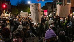 Otra noche de protestas en Chicago y Minnesota contra la violencia policial