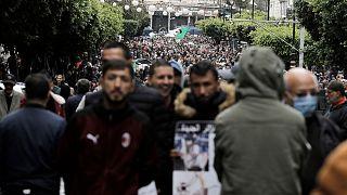 جزائريون يتظاهرون في العاصمة دعما للحراك الشعبي. 2021/04/16