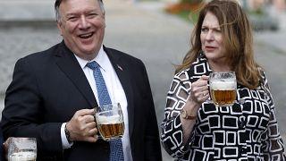 وزير الخارجية الأميركية السابق مايك بومبيو وزوجته سوزان ديسمبارك في جمهوية التشيك 11/08/2020