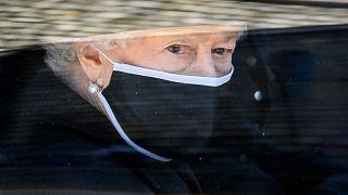 ملكة بريطانيا إليزابيث الثانية خلال موكب جنازة الأمير فيليب، 17 أبريل 2021