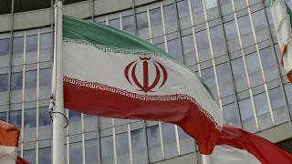 پرچم ایران در بیرون ساختمان آژانس بینالمللی انرژی اتمی