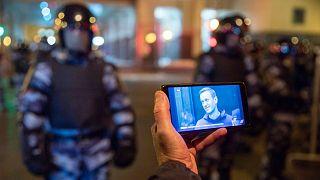 حامیان الکسی ناوالنی در مقابل نیروهای پلیس روسیه