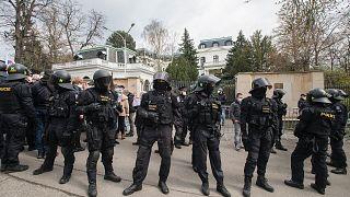 Rusya'nın Prag Büyükelçiliği önünde güvenlik önlemleri