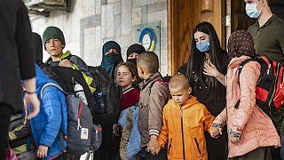 سلمت السلطات الكردية في شمال شرق سوريا في 18 نيسان / أبريل  34 طفلاً يتيماً لوفد روسي لإعادتهم إلى بلادهم