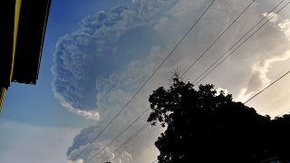 """ثوران بركان """"لا سوفريير"""""""